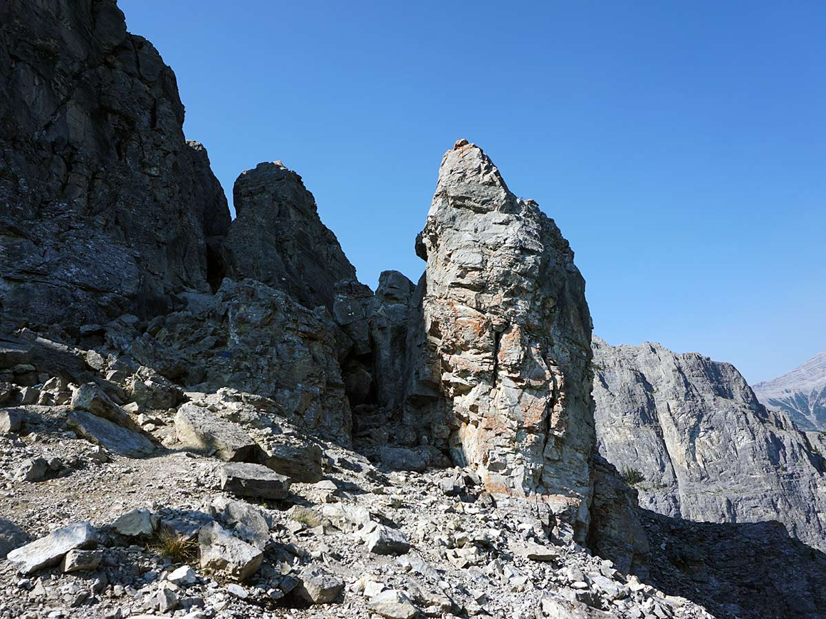 Find the path to the summit of Mt Yamnuska Looking ahead at the first rock seam