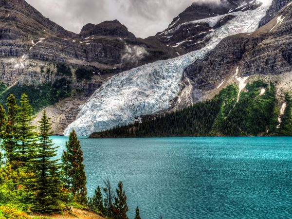 Berg Lake Backpacking Trail is one of best 10 backpacking trips in Canada