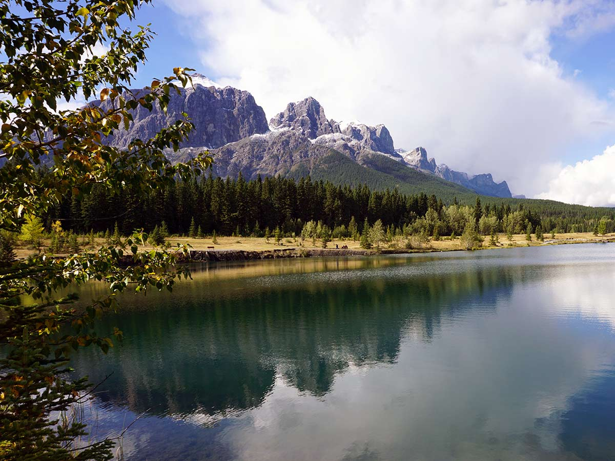 Family friendly trail around the lake on the Quarry Lake Hike in Canmore, Alberta