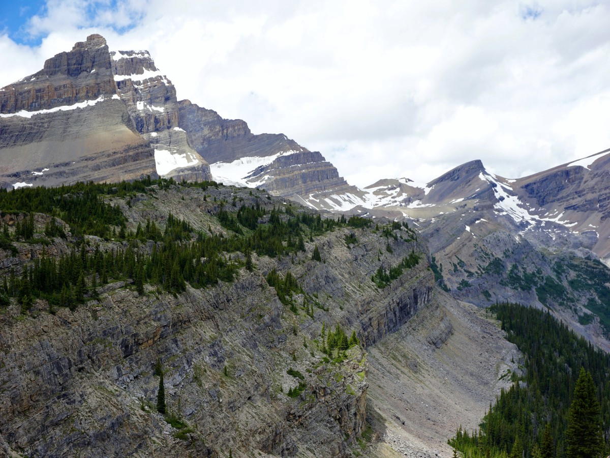 Stunning views on the Bow Hut Hike from Icefields Parkway in Banff National Park