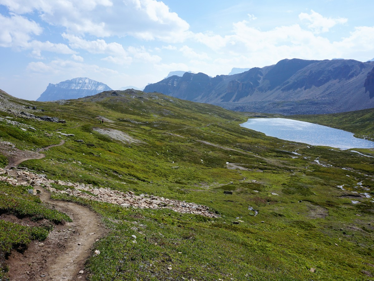 Helen Lake and Cirque Peak Hike from the Icefields Parkway has amazing views