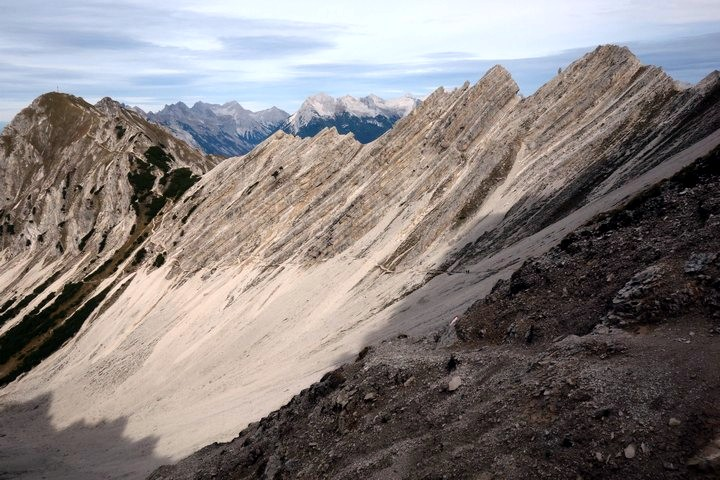 A look back onto the trail to Reither Spitze