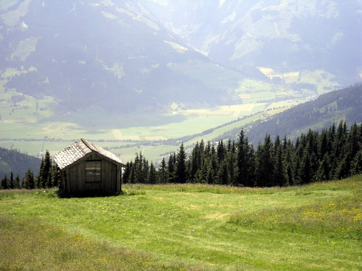 The Lonely Chalet Overlooking the Zell am See