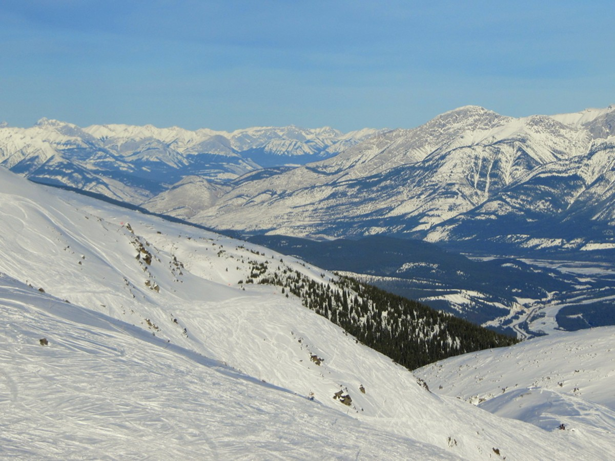 Skiing in Marmot Basin Ski Resort is a great idea for winter a weekend trip to Jasper