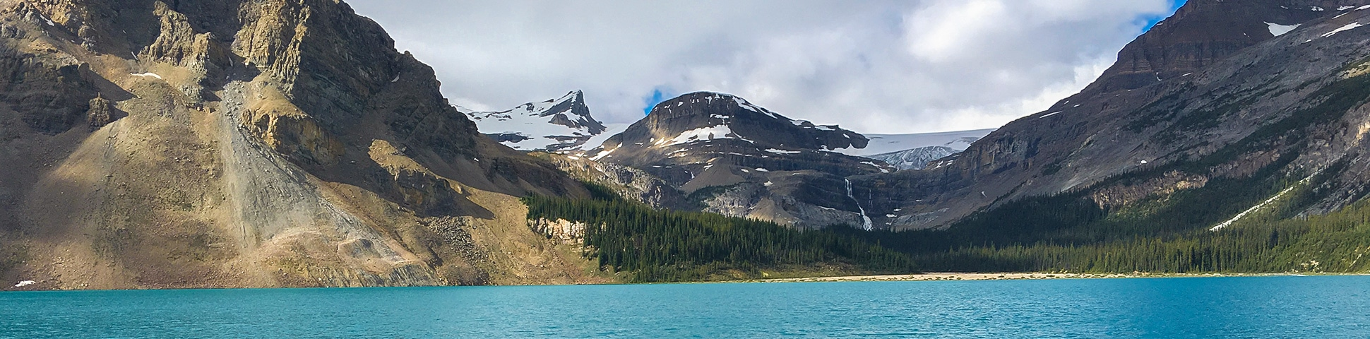 Bow Lake hike from Icefields Parkway in the Canadian Rockies