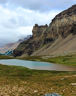 Crowfoot Pass hike along Icefields Parkway, the Canadian Rockies