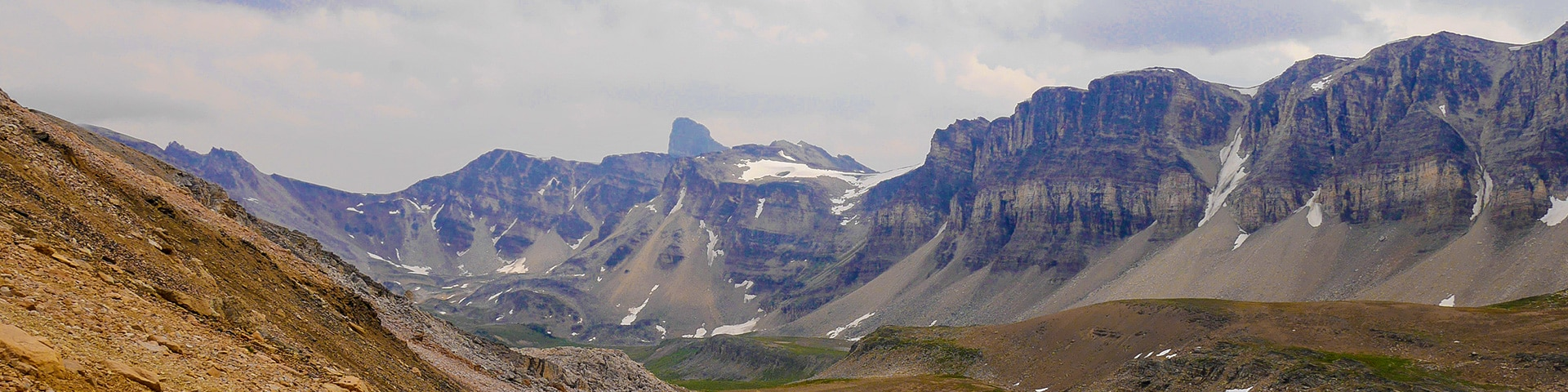 Panorama of the North Molar Pass hike along Icefields Parkway, the Canadian Rockies