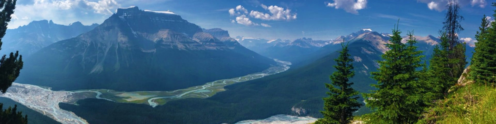 Panoramic views of the Peyto Lake Viewpoint hike from Icefields Parkway, the Canadian Rockies