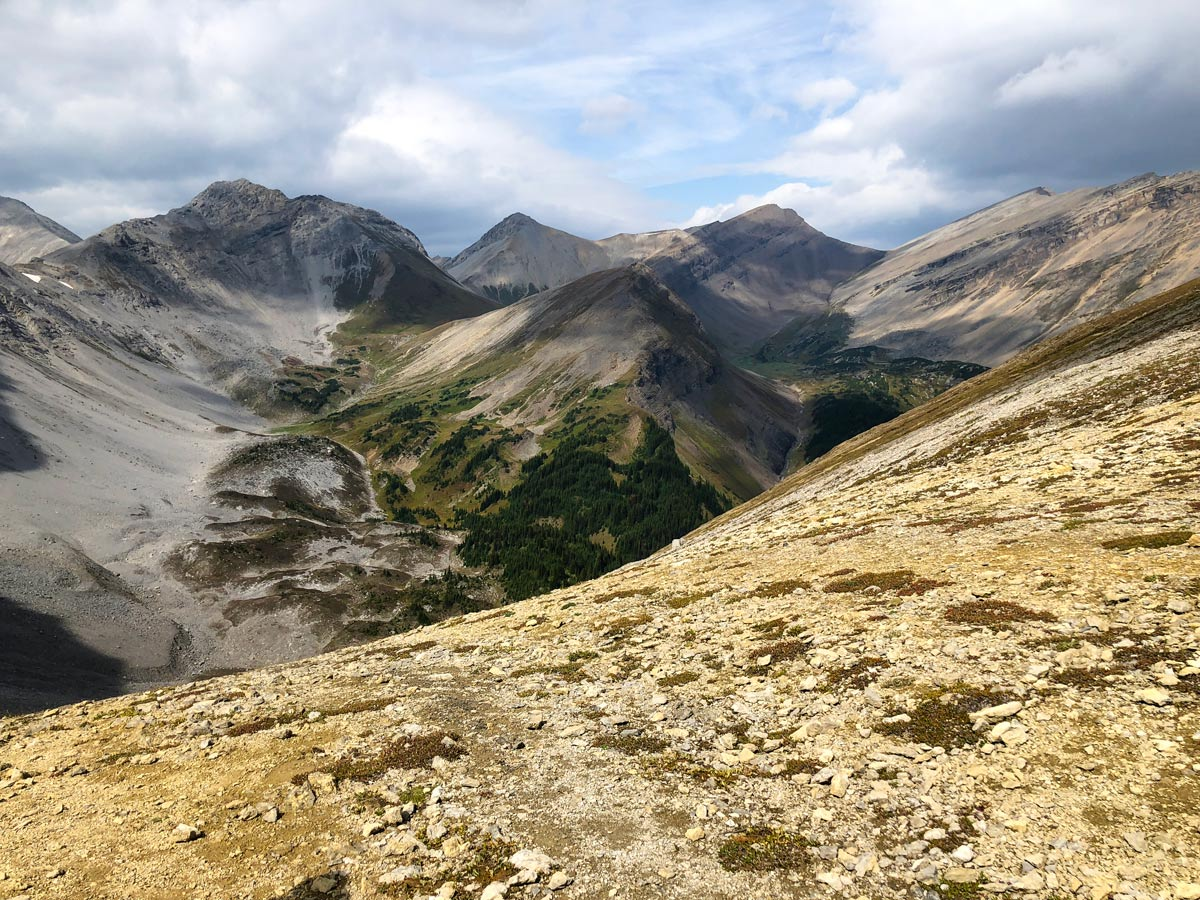 Great scenery of the Guinn's Pass Hike in Kananaskis, near Canmore