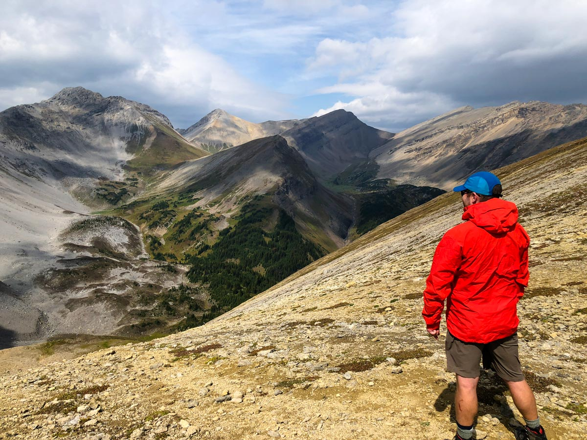 Beautiful view of the Guinn's Pass Hike in Kananaskis, near Canmore