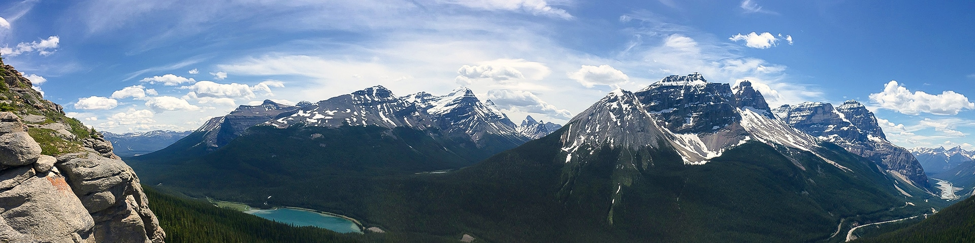 Panorama of the Paget Lookout hike in Yoho National Park