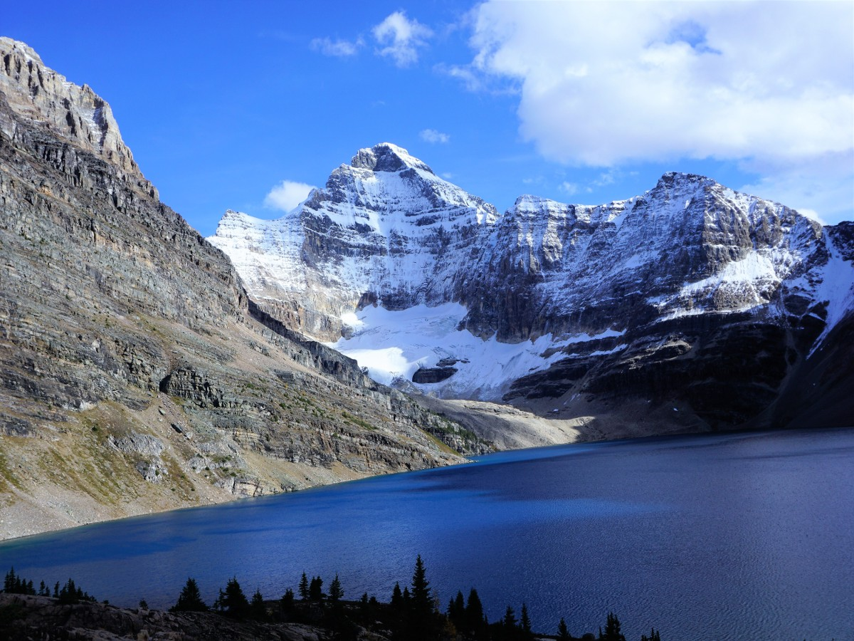 Autumn views of the Lake McArthur Hike in Yoho National Park, Canada