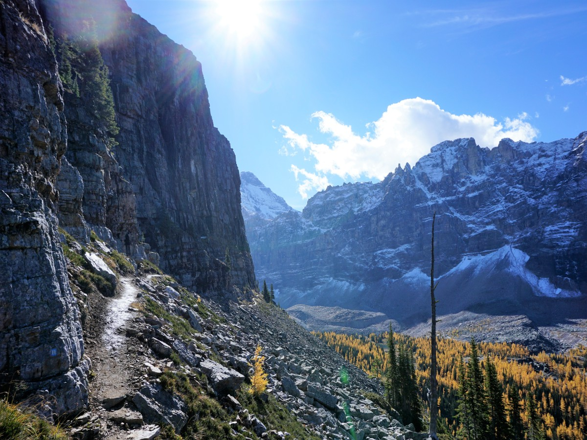 Narrow trail of the Lake O'Hara All Souls Route Hike in Yoho National Park, Canada