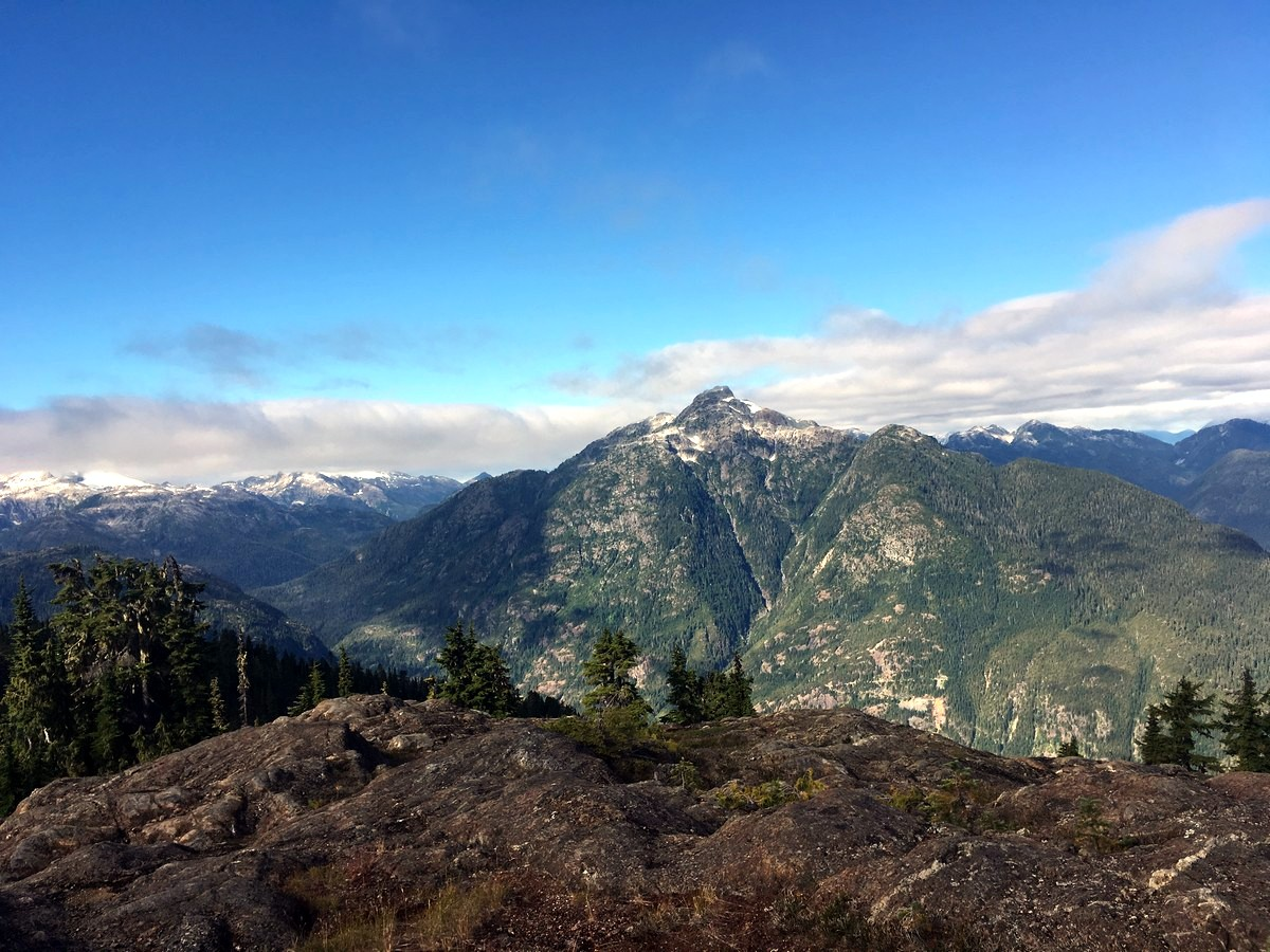 Views from the ridge on the Flower Ridge Hike in Strathcona Provincial Park, Canada