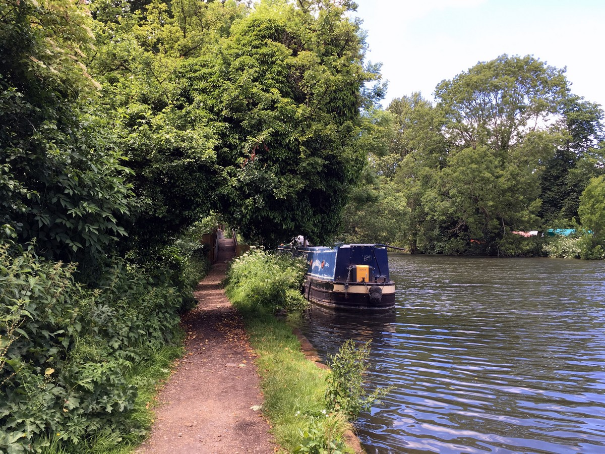 View along the Thames path on the Hurley Loop Hike in Chiltern Hills, England