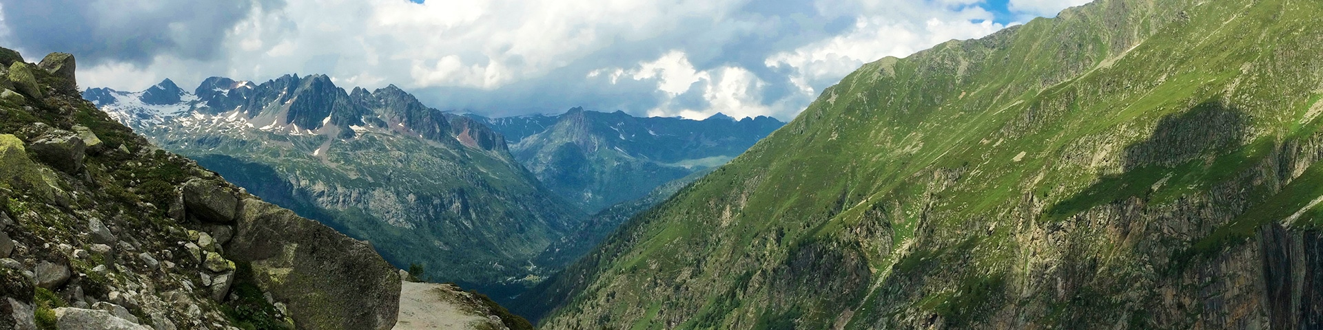 Panoramic views from the Point de Vue hike near Chamonix, France