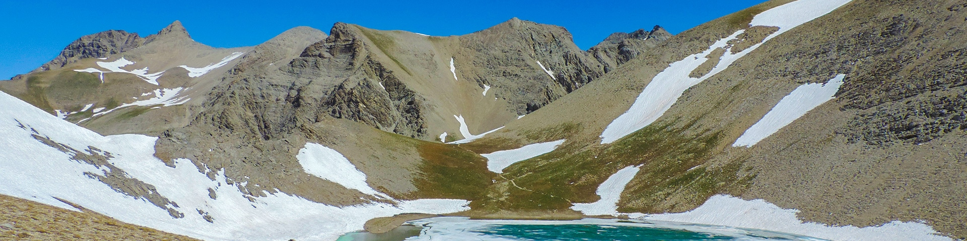 Panoramic views from the Sommets des Garrets hike in Mercantour National Park, France''