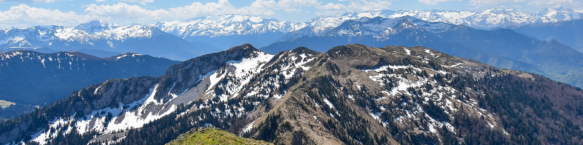 Panoramic views from the Cagire Loop hike in French Pyrenees