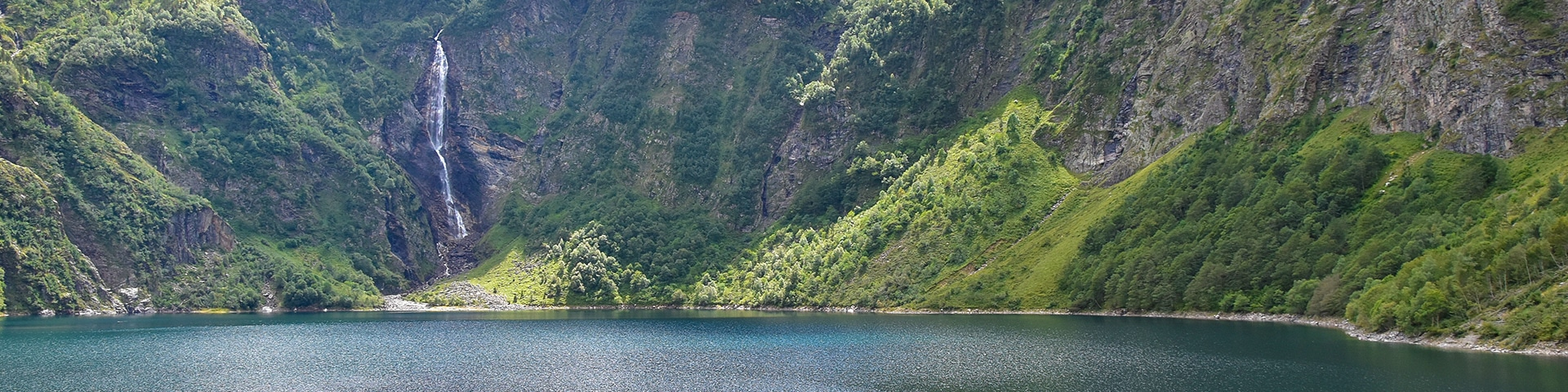 Panorama from the Lac d'Oô hike in French Pyrenees