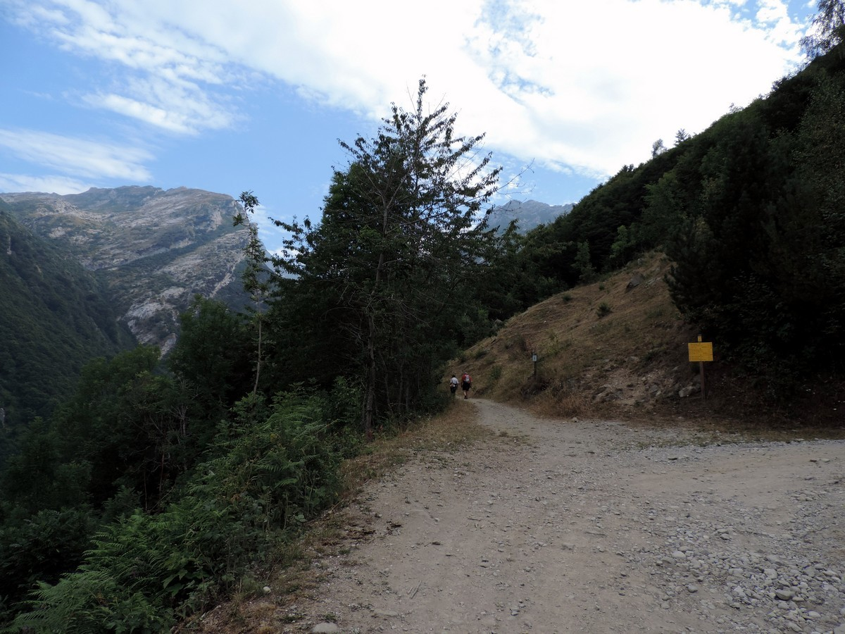 Crossroad towards the Vallone Arbergh on the Laghi Arbergh Hike in Alpi Marittime National Park, Italy