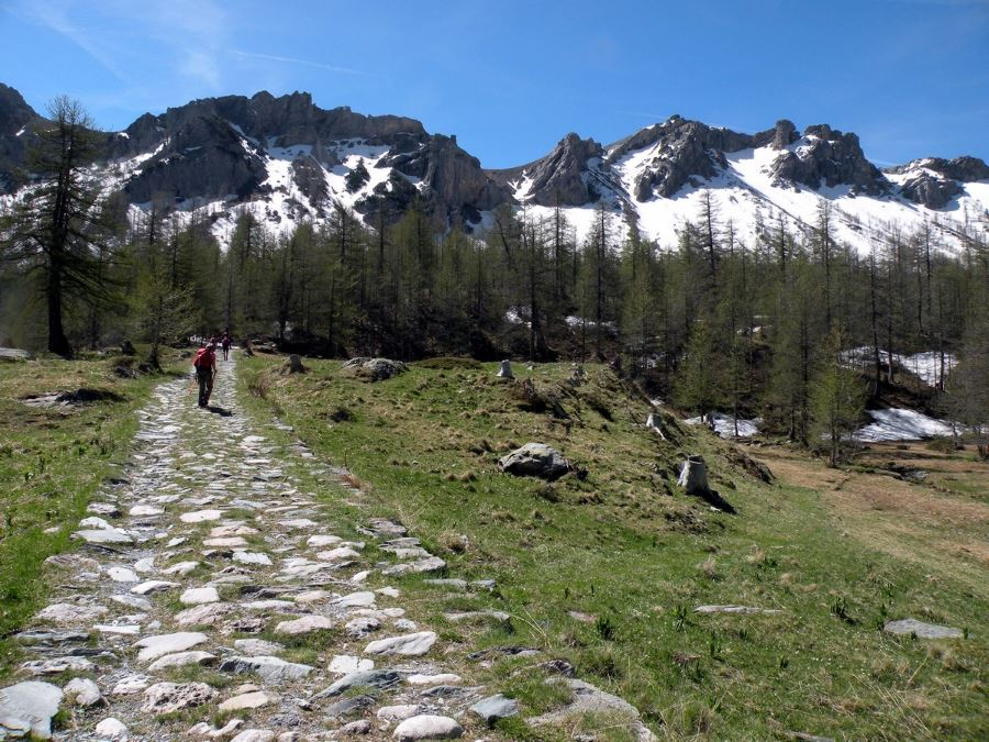 The paved military road on the Fontanalba Hike in Mercantour National Park, France