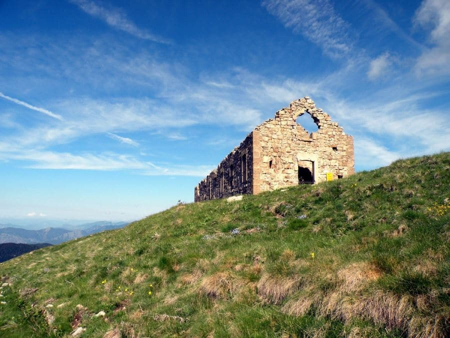 The military hut of Milles-Fourches on the Authion Hike in Mercantour National Park, France