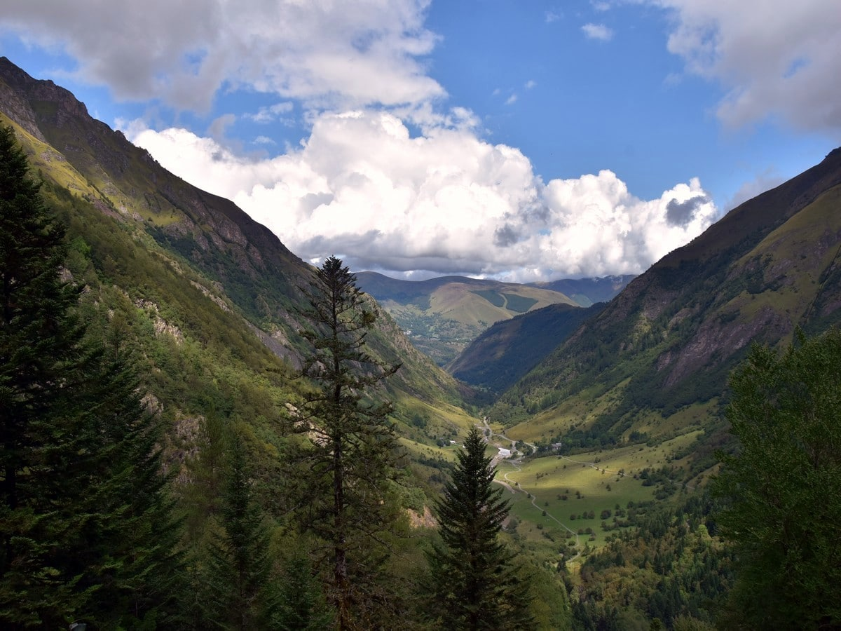 Trail to Lac d'Oô in French Pyrenees