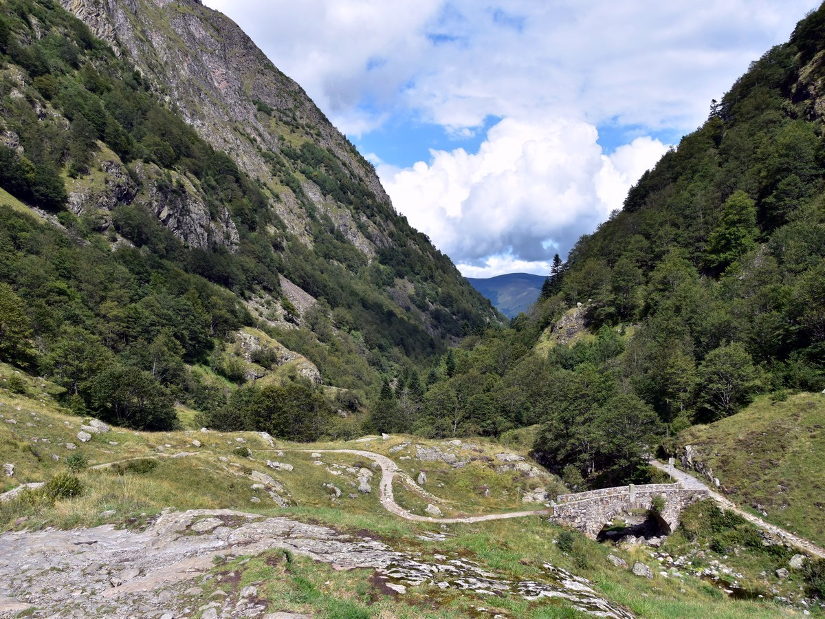 Hiking to the Lac d'Oô in French Pyrenees