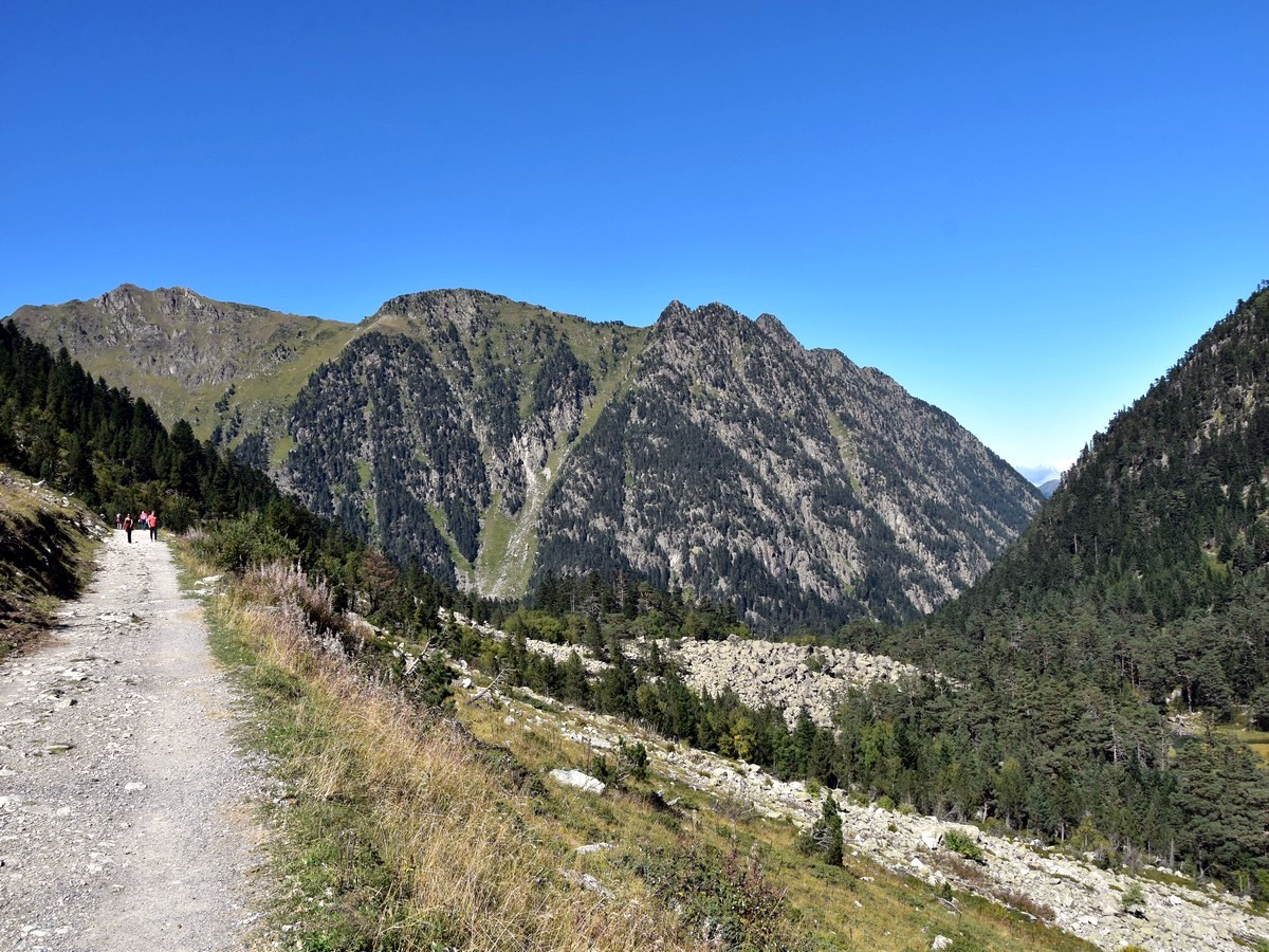 Trail on the west side of the valley on the Lac de Gaube Hike in French Pyrenees