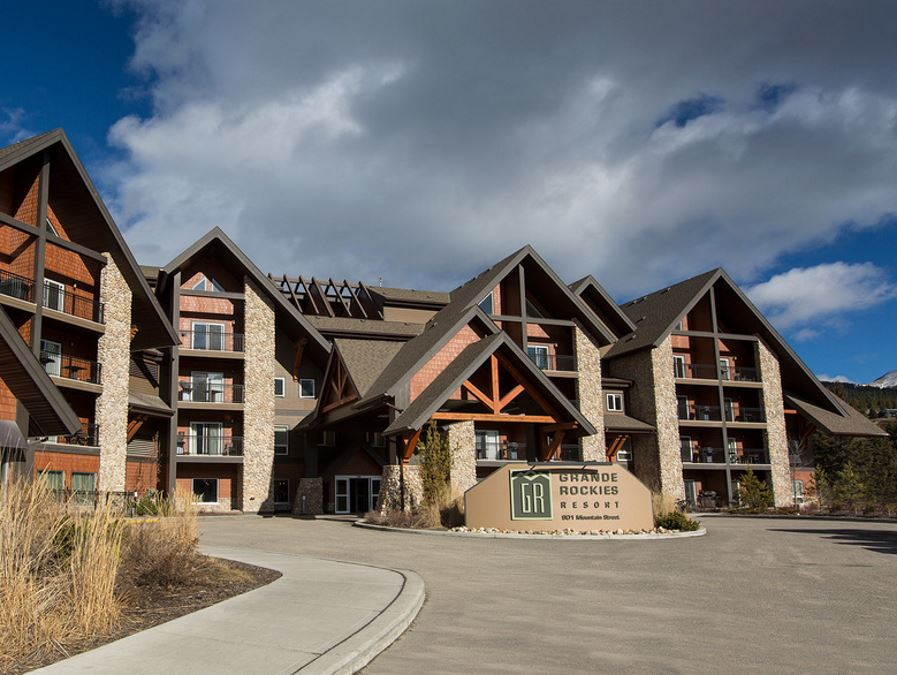 Stay in Grande Rockies Resort when on family's vacation in Canmore