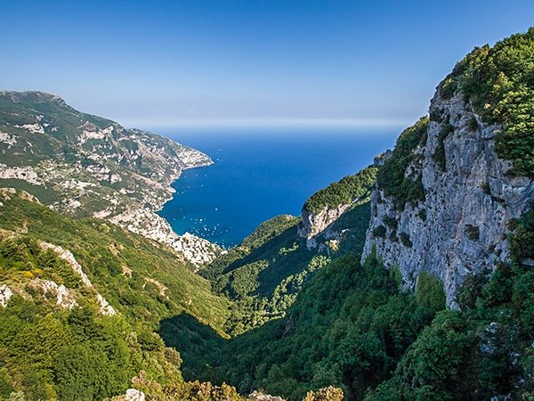 Trail of the Monte Comune hike in Amalfi Coast, Italy