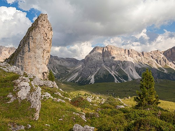 Trail of the Circuit of Seceda hike in Dolomites, Italy