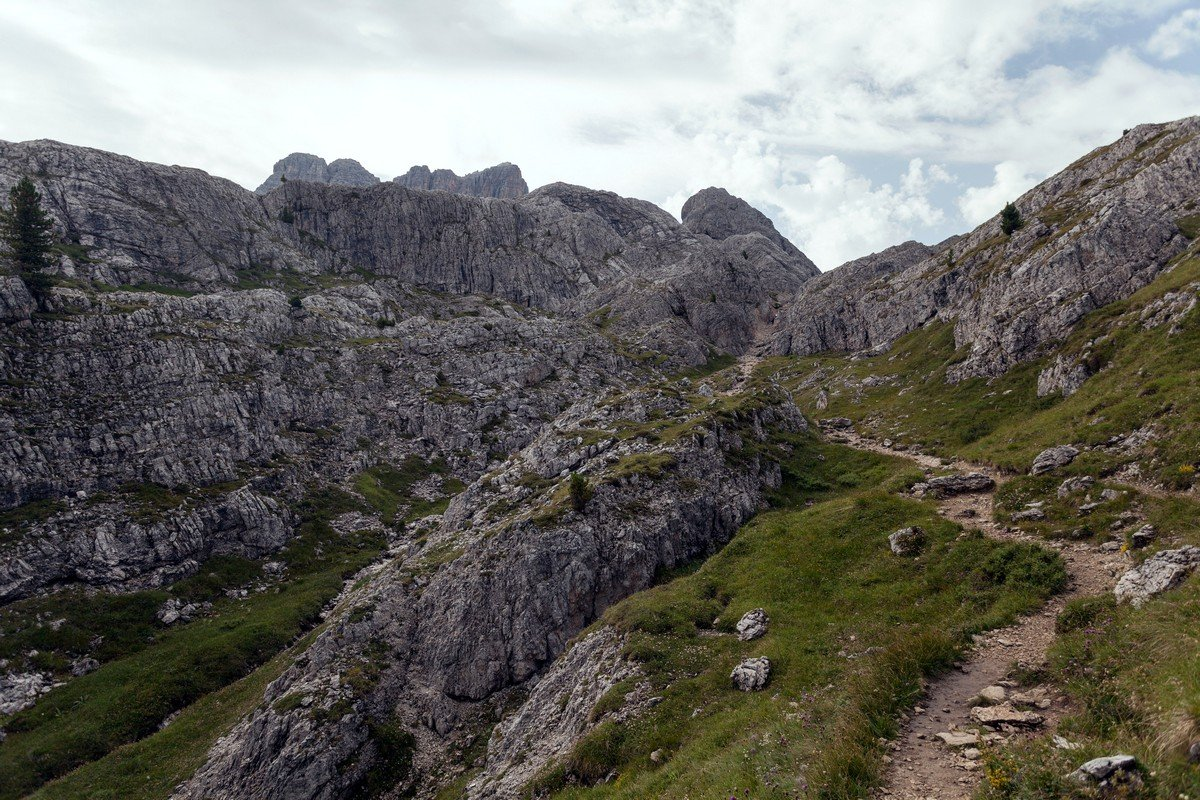 The path to Averau hut on the Nuvolau Hike in Dolomites, Italy