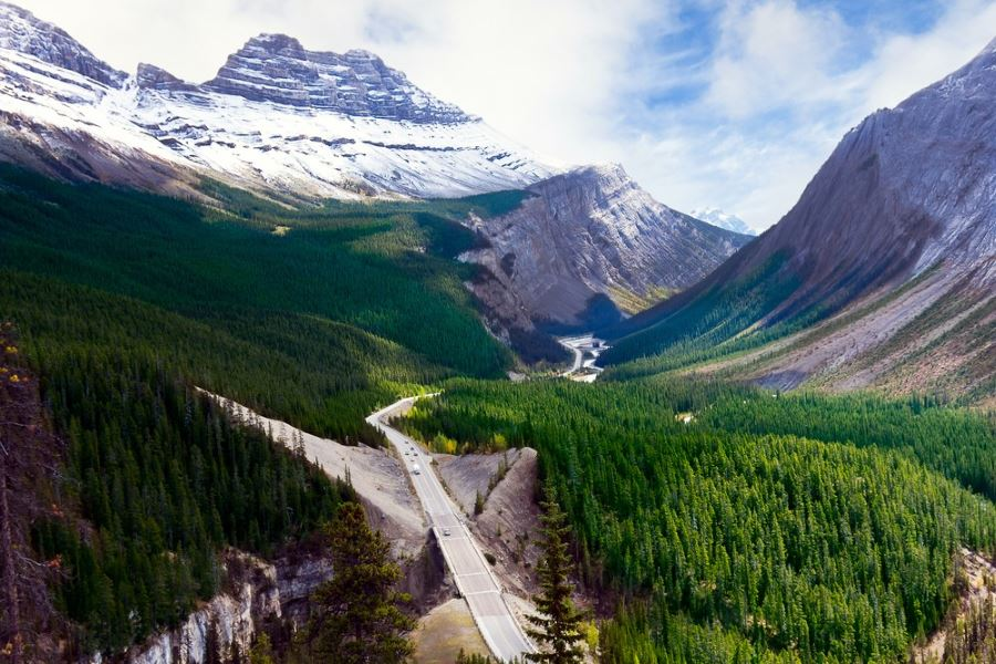 Beautiful overlook you must visit on your trip to Icefields Parkway