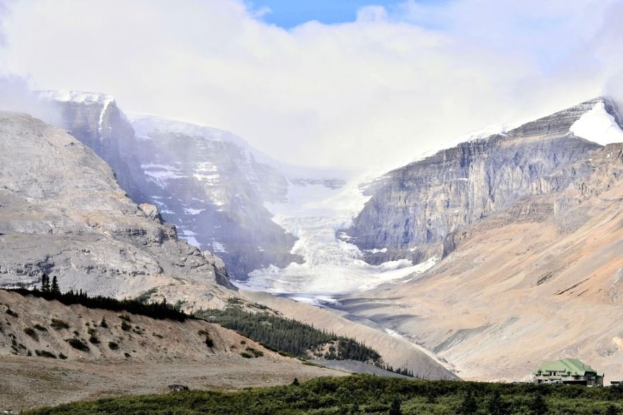 Include Athabasca Glacier on planning your trip to Icefields Parkway