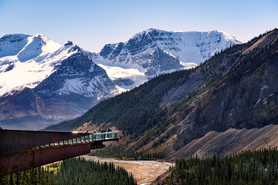 Icefields Parkway is a bucket-list location for hikers in the Canadian Rockies
