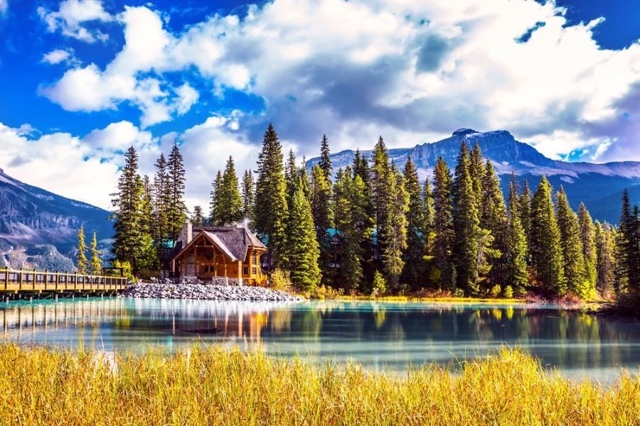 Visit Emerald Lake cheaper with Lake Louise insider deals this winter