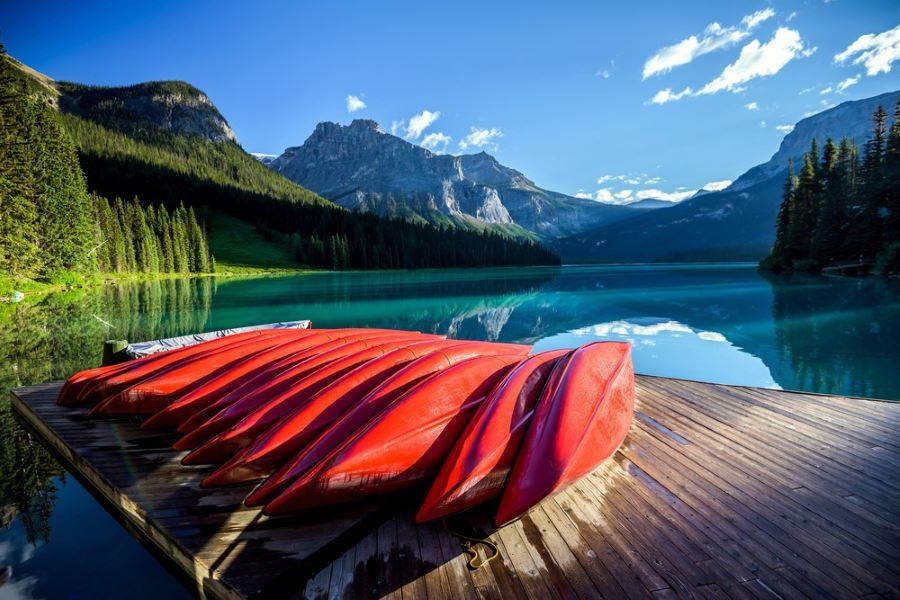 Visiting Emerald Lake in Icefields Parkway is a dream of lots of hikers