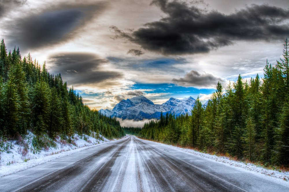 Visiting Jasper National Park in winter includes a stunning drive through Icefield Parkway
