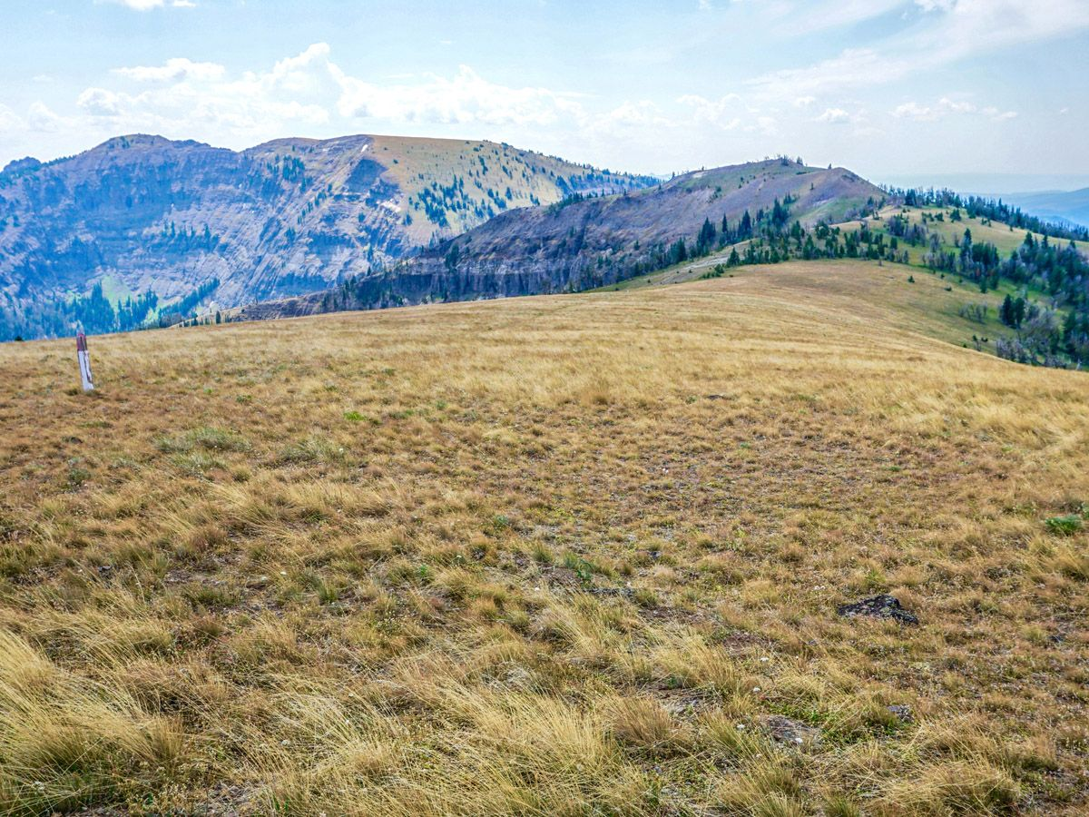Sky Rim Hike in Yellowstone National Park has amazing views