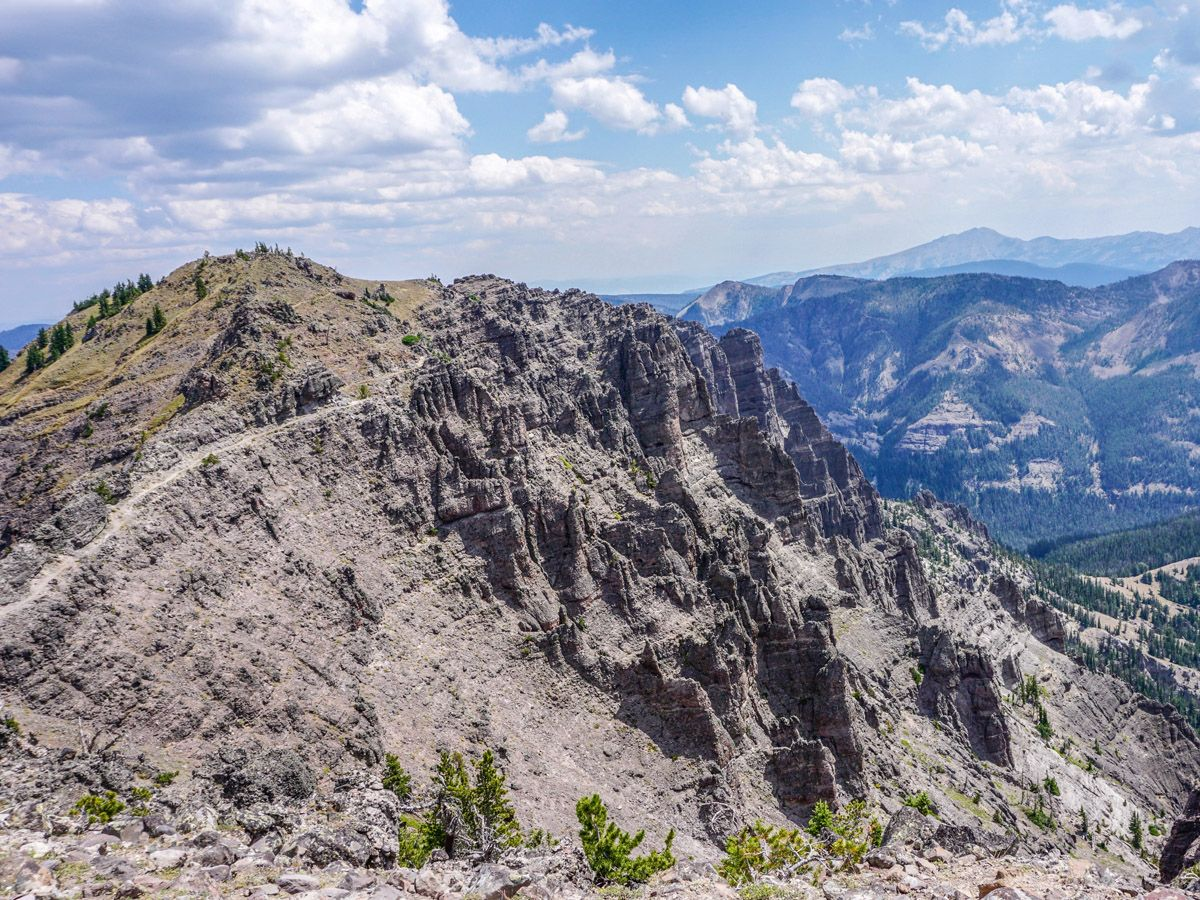 Sky Rim Hike in Yellowstone National Park has beautiful mountain views