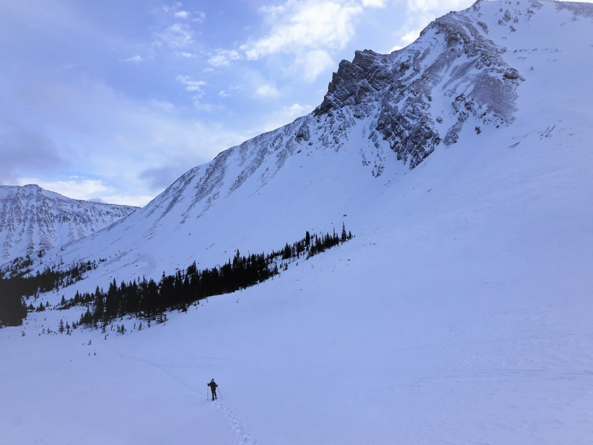 Snowshoeing around Skoki Lodge