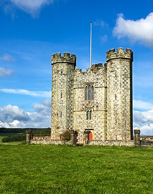 Arundel Castle and Pubs hike in South Downs, England