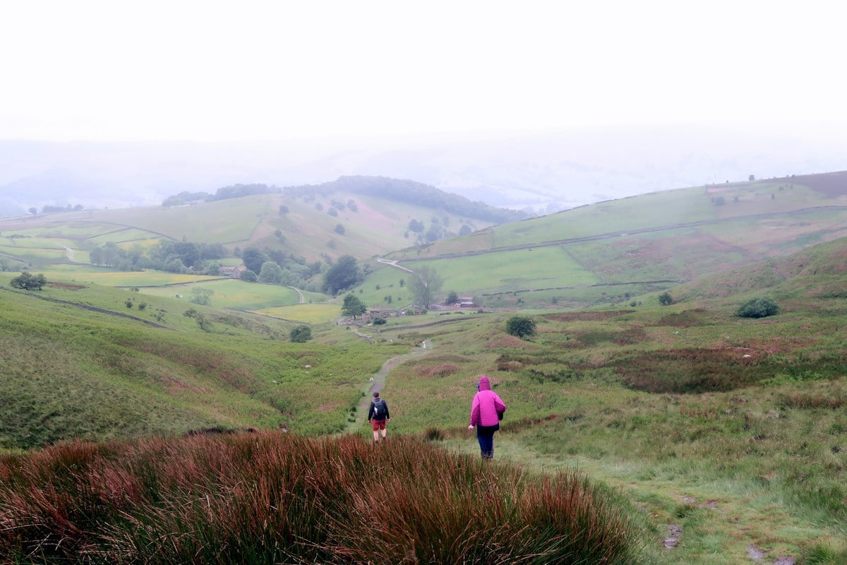 Descending the edge past Callow Bank on the Stanage Edge from Hathersage Hike in Peak District, England