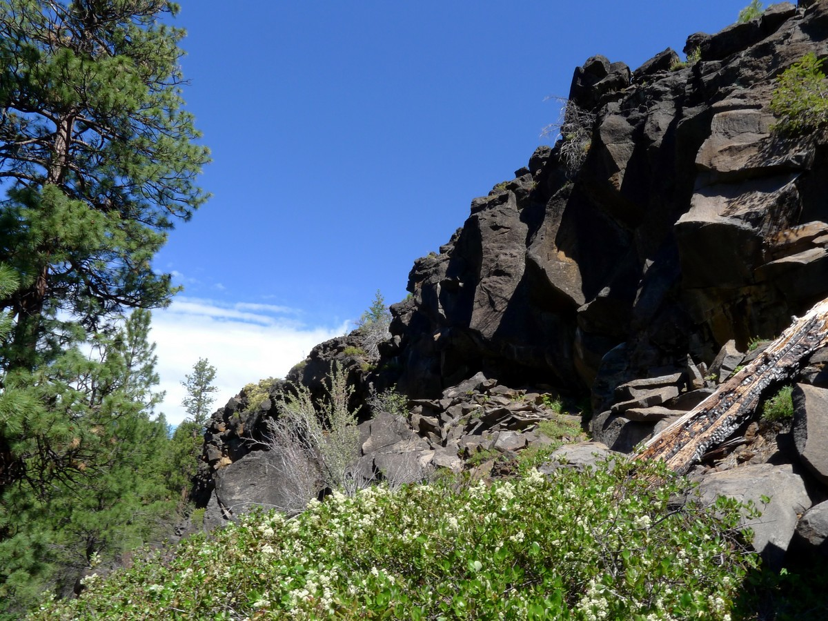 Rocky cliffs on the Whychus Creek Trail Hike near Bend, Oregon
