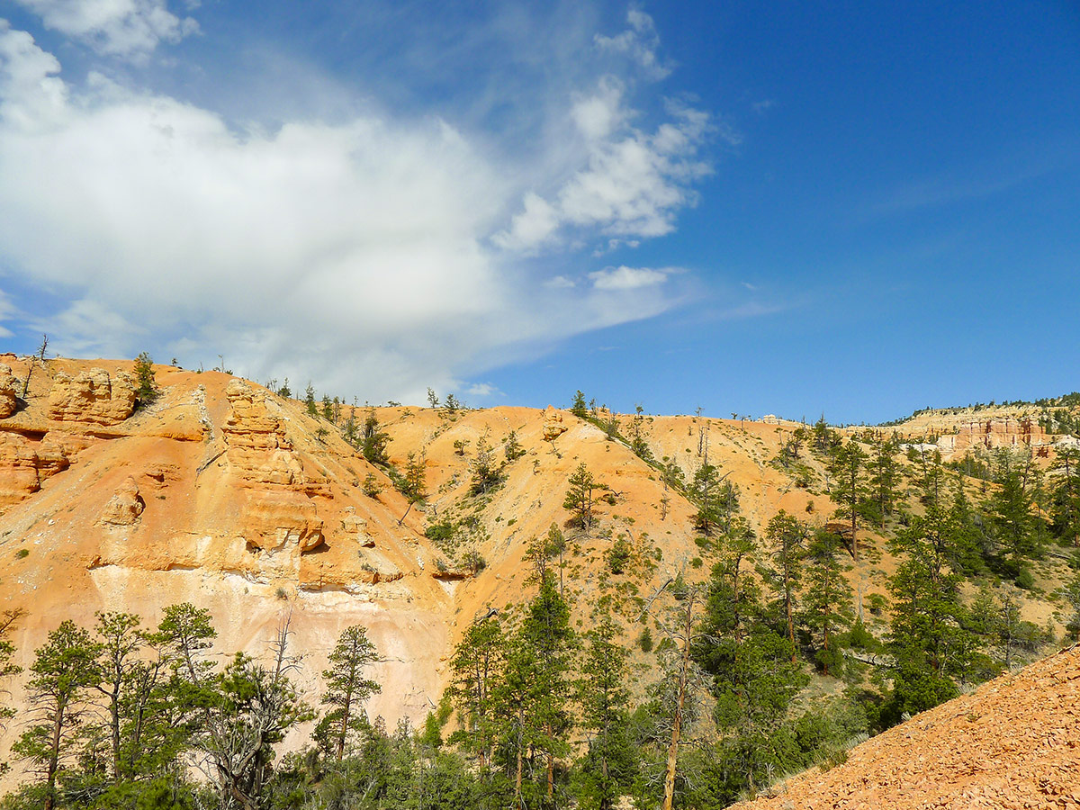 Sandy ridge view on Fairyland Loop Trail hike in Bryce Canyon National Park