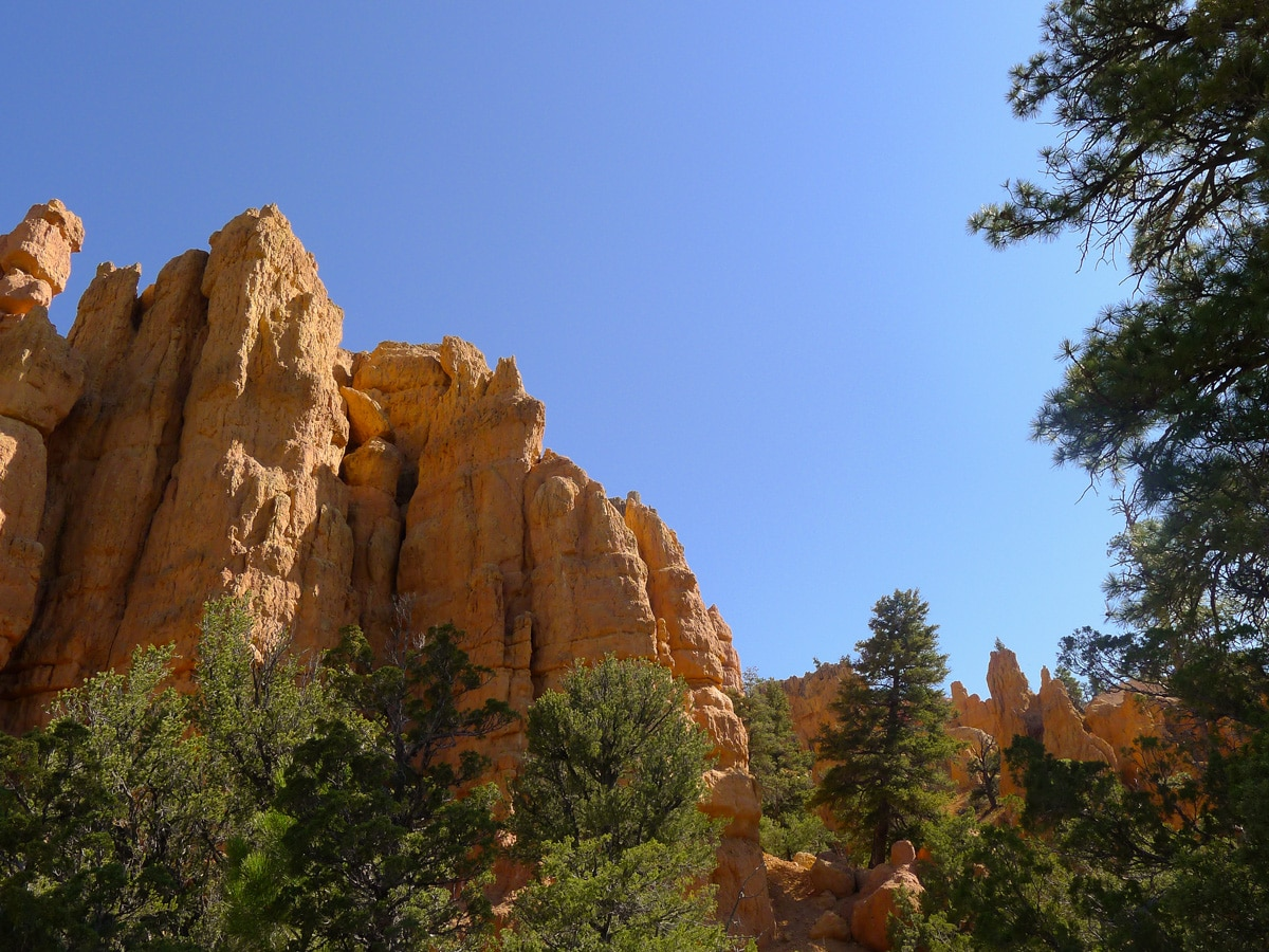 Cliffs along Bristlecone Loop trail hike in Bryce Canyon National Park