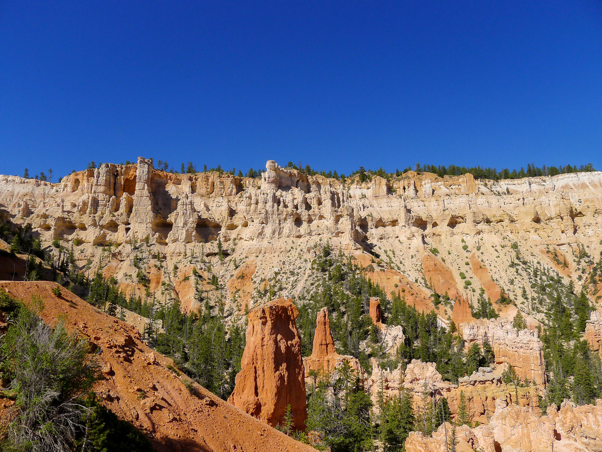 White cliffs on the canyon rim on Peek-A-Boo Loop trail hike in Bryce Canyon National Park