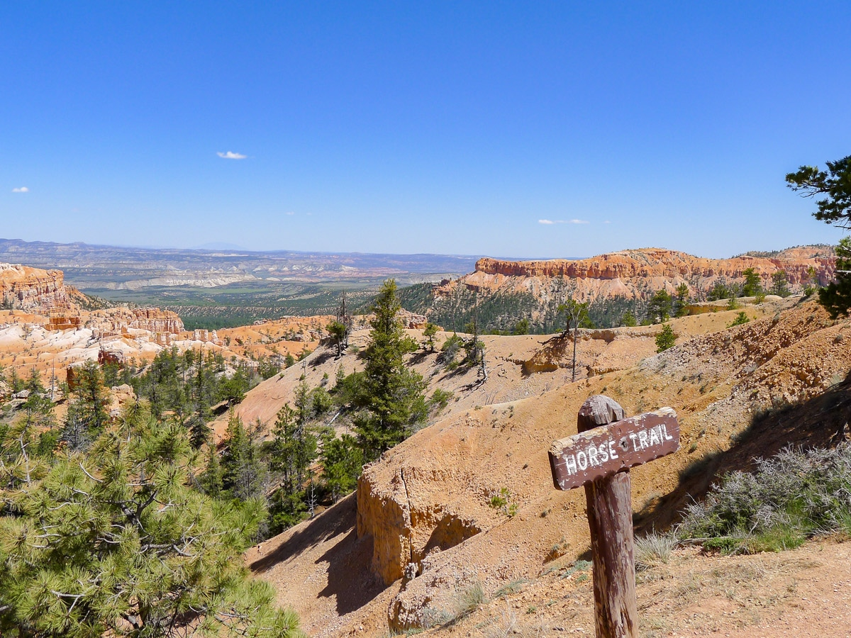 Trailhead of Queens Garden to Navajo Loop trail hike in Bryce Canyon National Park