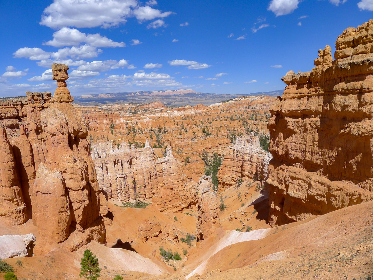 Queens Garden to Navajo Loop trail hike in Bryce Canyon National Park has amazing views